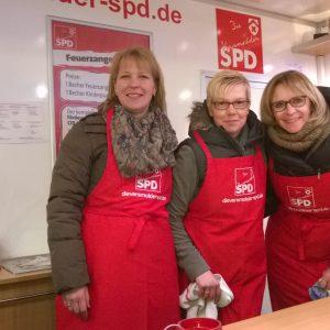 (v.l.) Melanie Märländer, Corinna Lüker und Sonja Brinkmann im Roten Anhänger